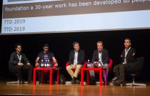 Mesa compuesta por: Juan Aguado Delgado (Universidad de Alcalá), Pablo Pérez Ortega (Electronic Arts), Carlos de la Iglesia (Microsoft España), José María Moreno Peña (AEVI) y Enrique García Cortés (Fundación ONCE)