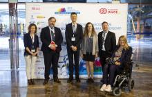 Posando delante del photocall: Ruth Shefa (Access Israel), José Luis Borau Jordán (Fundación ONCE), Jesús González Boticario (UNED), Tali Ravid (Access Israel), Christopher Lee (IAAP) y Maribel Campo (Experta)