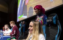 Los participantes juegan una partida de FORNITE