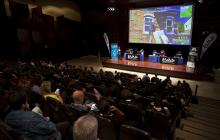 Vista general del escenario y los participantes