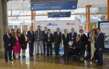 Personalidades y patrocinadores posando delante del photocall