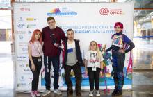 Posando delante del photocall: Ely Shuri, BTA, Enrique García, Leire Forcada y Nya Cosplay