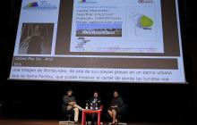 Debajo de la pantalla en la mesa: David Castillo Fernández (Ministerio de Turismo de Costa Rica), Javier Güemes Pedraza (ONCE) y Liz Coronel Correa (Embajada del Paraguay)